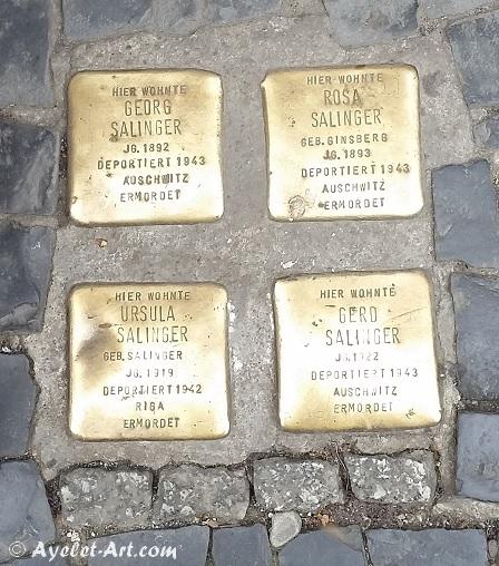 אבני נגף מספרות סיפור בכניסה להקשה הופה, ברלין